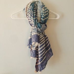 Blue and white thick scarf